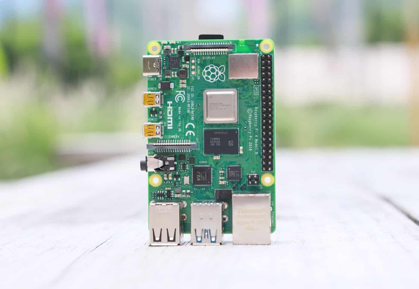 Raspberry Pi 4 op tafel