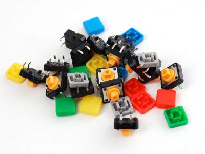 Auswahl an farbigen Druckknöpfen quadratisch